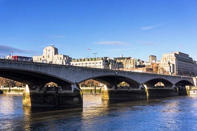 Londons-Waterloo-bridge