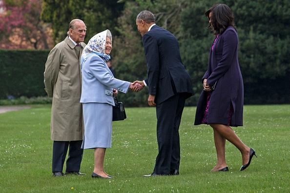 Обама приветствует королеву Елизавету II