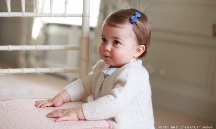 Знаменитости: Кэтрин и Уильям поделились новыми снимками принцессы Шарлотты