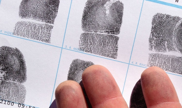 Закон и право: Полиция удалила биометрические данные более 100 человек, подозреваемых в терроризме