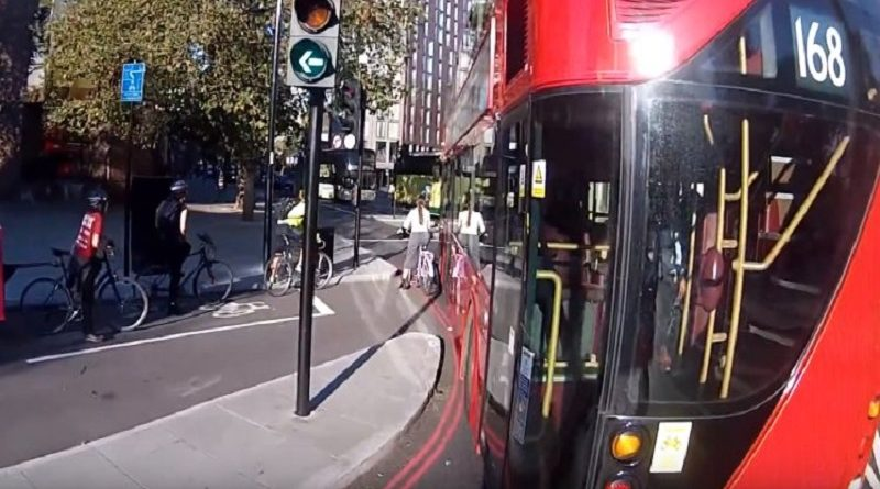 автобус наехал на велосипедистку