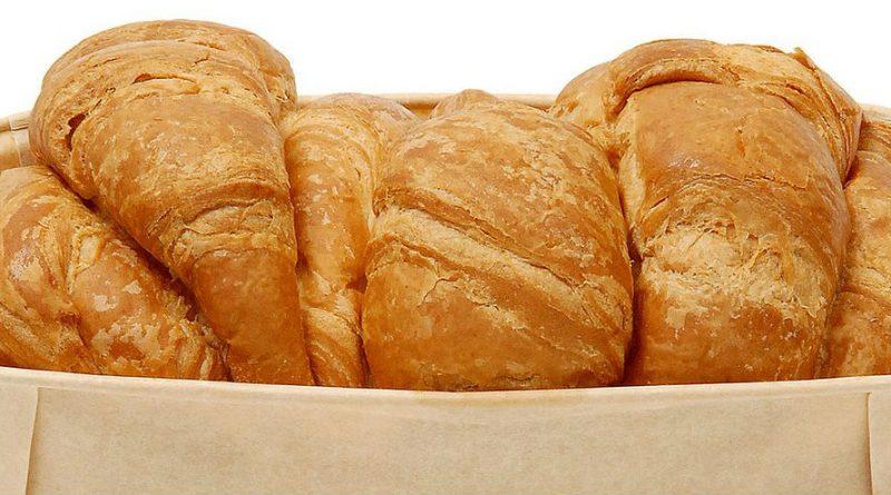 Общество: В продажу поступил необычный хлеб-круассан от Marks & Spencer