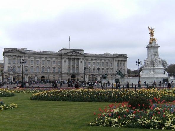 Общество: Кто заплатит за ремонт Букингемского Дворца?