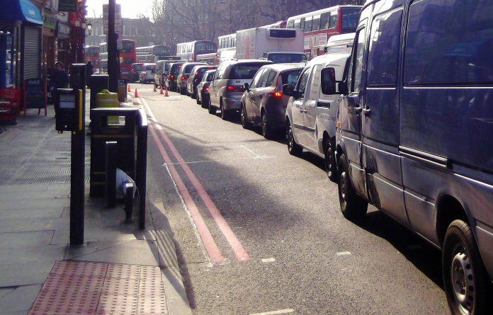 Закон и право: Новый закон удвоит штраф за использование мобильных за рулем
