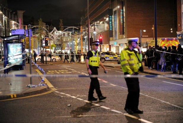 Происшествия: В Лестере автомобиль врезался в толпу прохожих