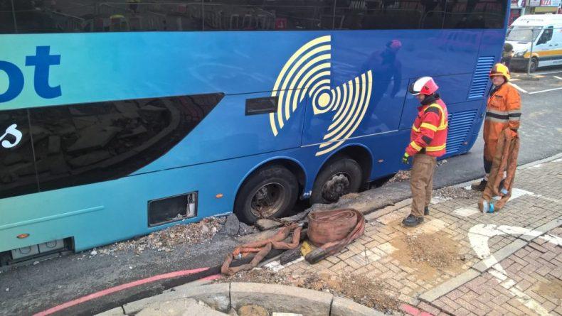 bus-in-sinkhole