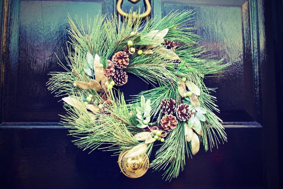 winter-door-decoration-christmas