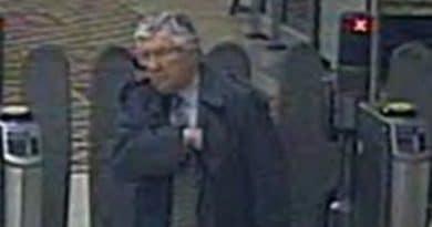 Полицейские ищут мужчину, который плюнул в работницу метро и вылил на неё кофе