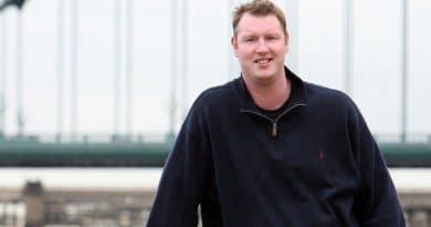 Умер Нил Финглтон, самый высокий человек в Британии
