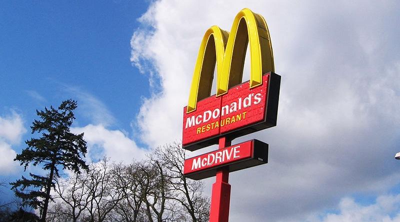 Общество: Британка хотела накормить бездомного в McDonald's, но им отказали в обслуживании