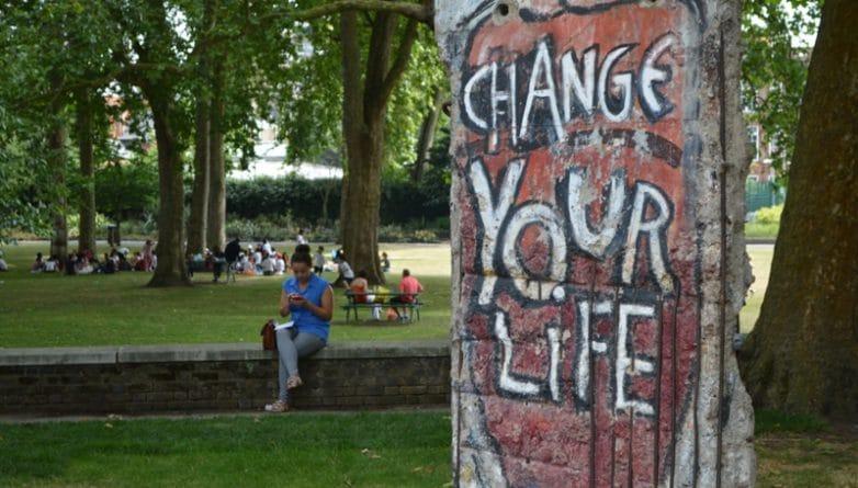 Искусство: Где в Лондоне находятся фрагменты Берлинской стены