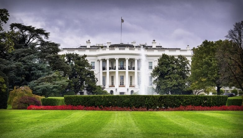 Происшествия: Мужчина, который проник на территорию Белого дома, арестован