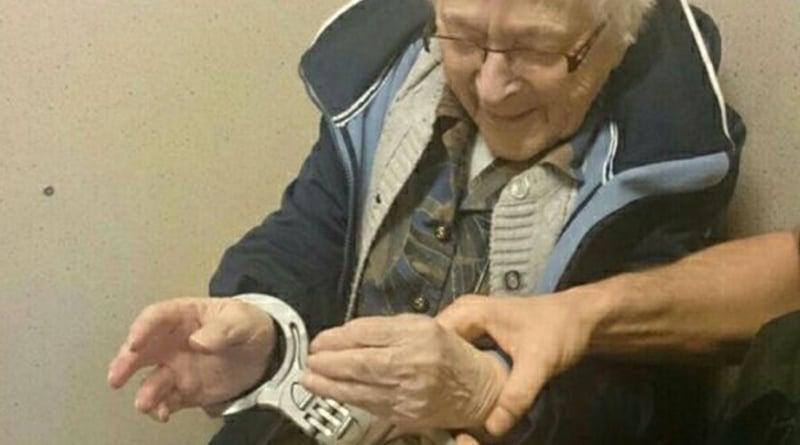 В мире: 99-летняя женщина была в восторге от своего ареста