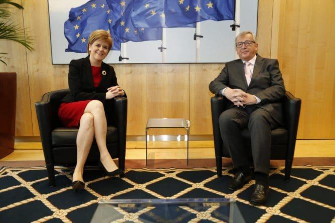 Закон и право: В случае выхода из состава Великобритании, Шотландия не останется в ЕС и НАТО