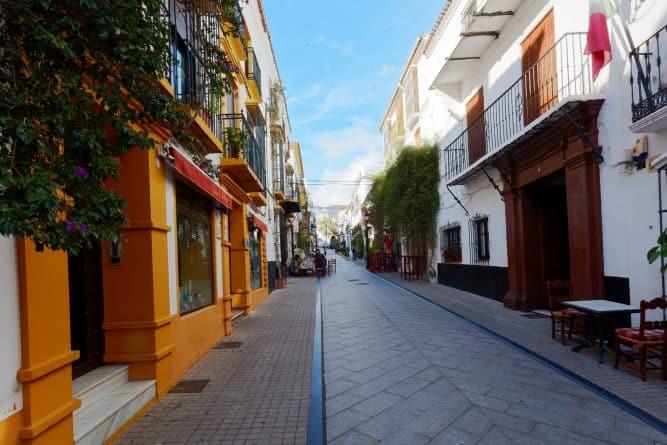 Происшествия: Испанец пытался похитить трехлетнюю девочку из Британии предложив ей сладости