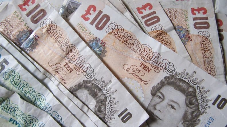 """Бизнес и финансы: Ослабление курса фунта на фоне """"дня Brexit"""""""