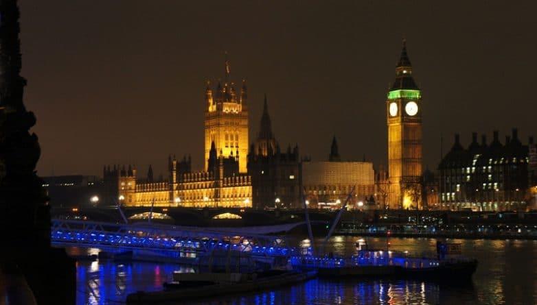 Политика: Палата лордов внесла новую поправку в законопроект по Brexit