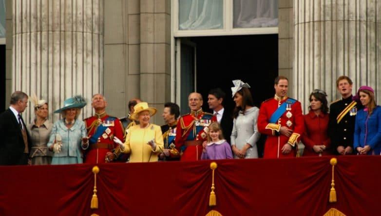 Политика: Комиссия из нескольких членов Парламента решила удвоить доходы королевской семьи