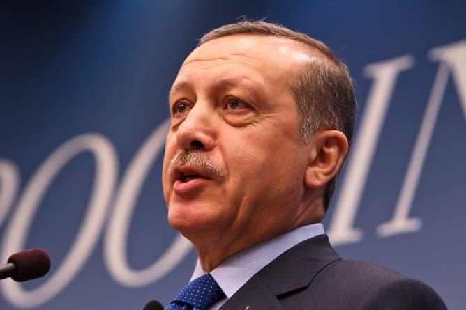 """В мире: Эрдоган обвинил Германию в """"нацистском"""" поведении"""