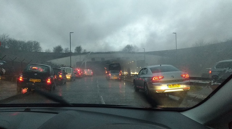 Происшествия: В туннеле Манчестерского аэропорта загорелся фургон