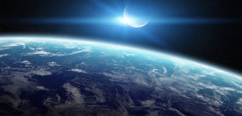 Технологии: SpaceX отправит двух туристов к Луне