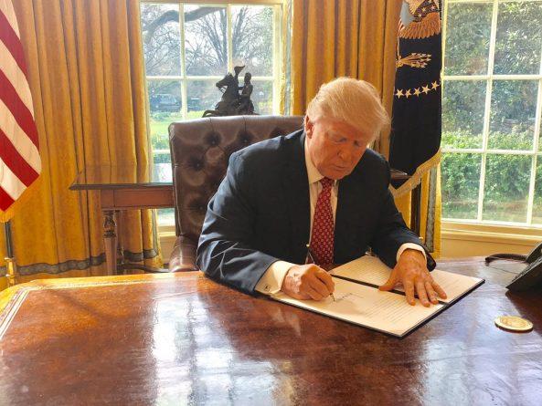 """В мире: Трамп подписал новый """"иммиграционный указ"""""""