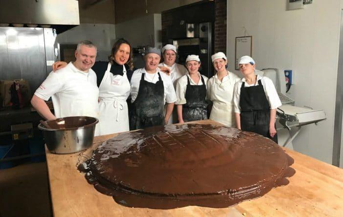 Досуг: В Великобритании испекли самый большой Jaffa Cake
