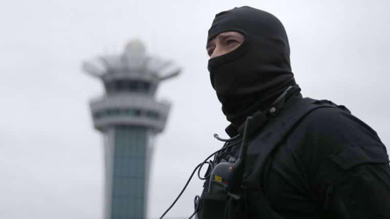 В мире: Радикальный исламист убит во время перестрелки в аэропорте Орли