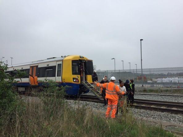 Происшествия: Несколько поездов надземки оказались в ловушке из-за перебоев в электроснабжении