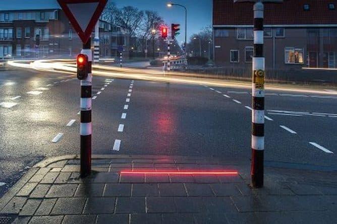 Технологии: В нидерландском городе установили специальные светофоры для любителей уткнуться в телефон