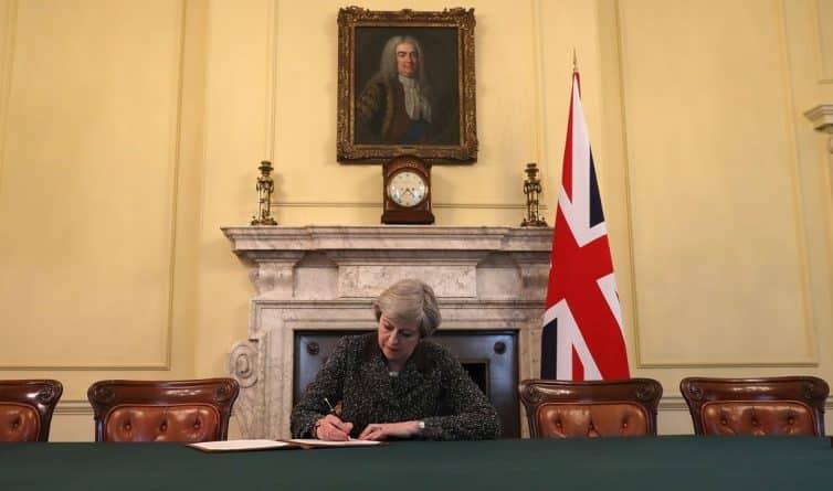 Закон и право: Тереза Мэй начала процедуру выхода Британии из ЕС