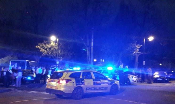 Происшествия: На офицеров полиции напали во время ареста в Айлингтоне