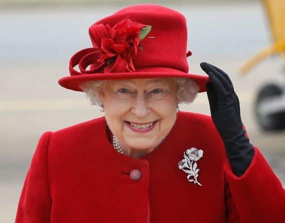 Досуг: Устали от своего босса? Королева предлагает работу