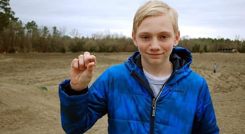 В мире: Подросток нашел алмаз в 7.44 карата среди камней в парке Арканзаса