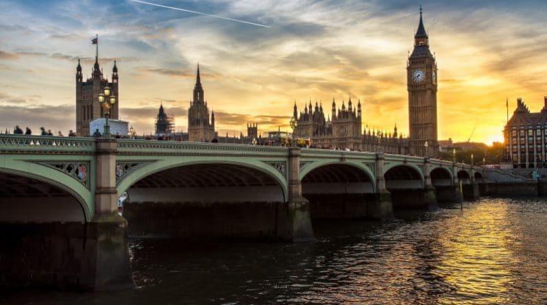 Политика: Члены парламента отклонили поправки палаты Лордов