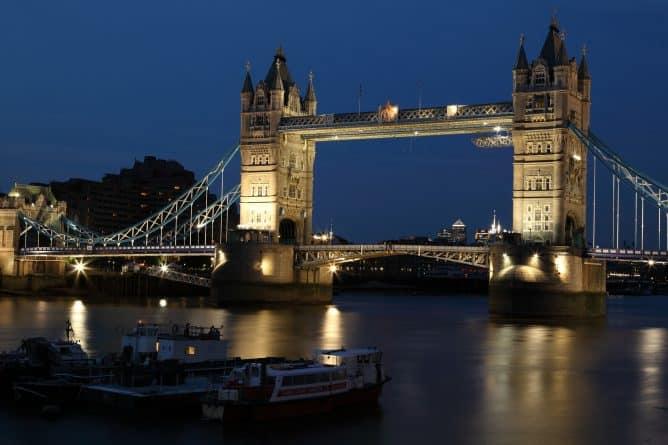 Закон и право: Британия начнет создавать независимое от ЕС законодательство