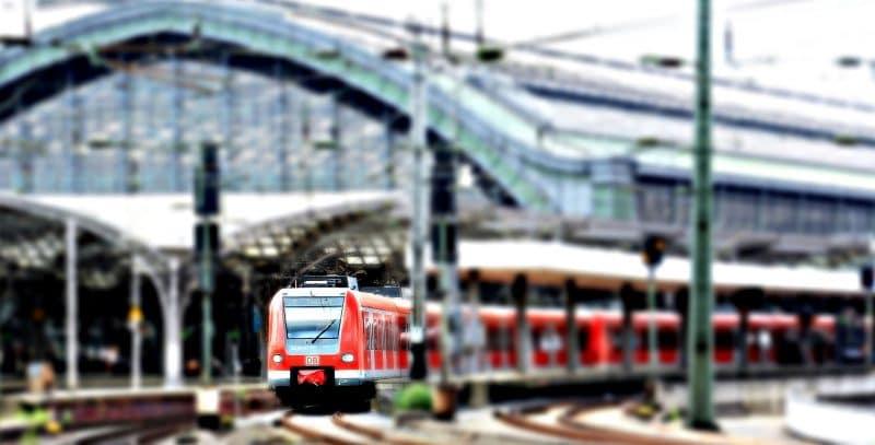 Общество: Правительство обещает 6400 новых пассажирских поездов к 2021 году