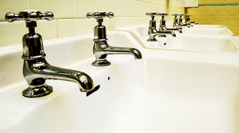 Общество: Коричневый «сюрприз» водопроводных кранов Манчестера