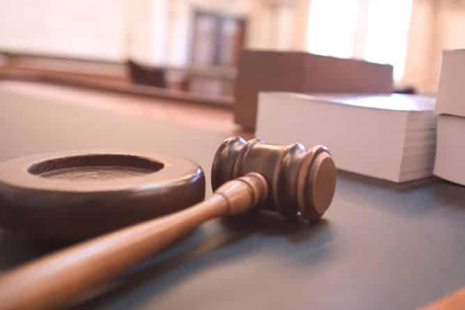 Закон и право: Судья вызвался заплатить штраф за девочку, ранившую насильника