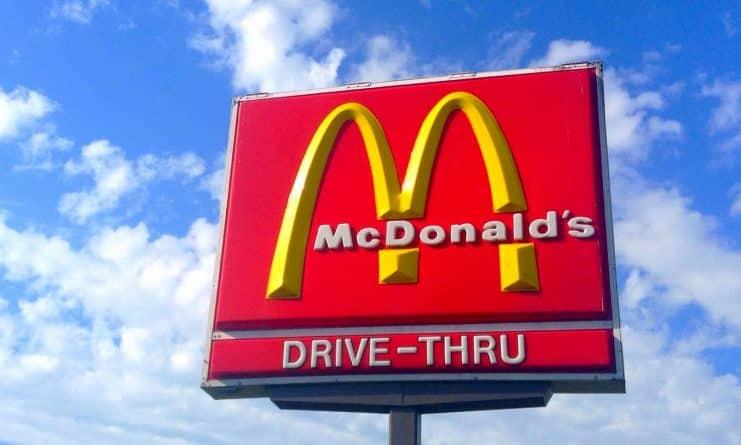 Юмор: Восьмилетний мальчик угнал машину, чтобы добраться до McDonald's