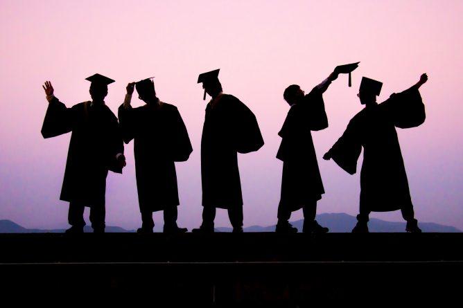 """Закон и право: Правительство отказалось исключать иностранных студентов из списка """"иммигрантов"""""""