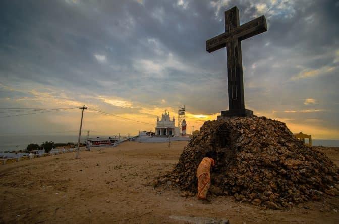 Общество: Четверть христиан Британии не верит в воскрешение Христа