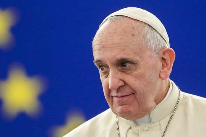 В мире: Папа Франциск сравнил центры содержания мигрантов с концлагерями