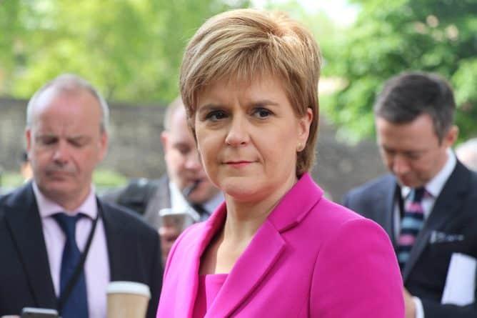 Политика: Стерджен: Эдинбург не планирует проводить референдум без одобрения Лондона