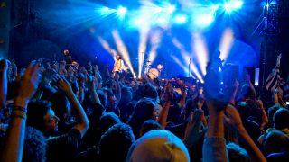 Исследования: о сексуальных домогательствах на концертах редко сообщают