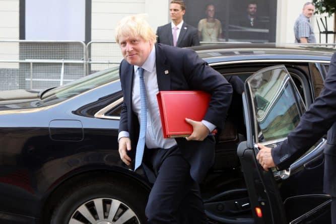"""Политика: Борис Джонсон поддержал """"открытые границы"""" после Brexit"""