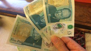 На новой 5-фунтовой банкноте обнаружили грамматическую ошибку
