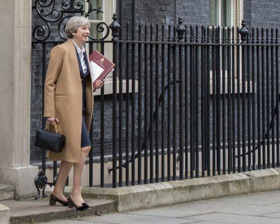 Политика: Мэй запрещала рассказывать о позитивном вкладе иммиграции в экономику Британии