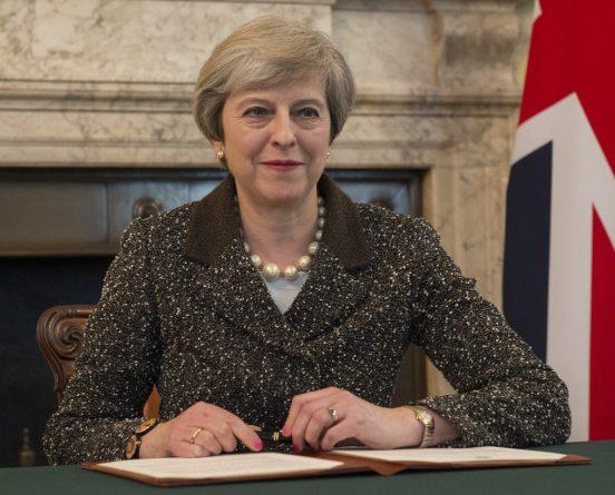 Общество: Тереза Мэй - самый популярный политик Британии с 70-х
