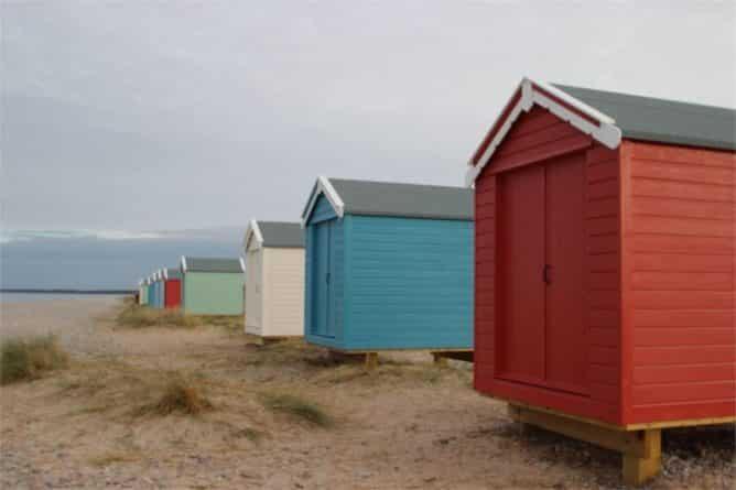 Недвижимость: Крохотные пляжные домики на побережье Шотландии продаются за 25 тысяч фунтов